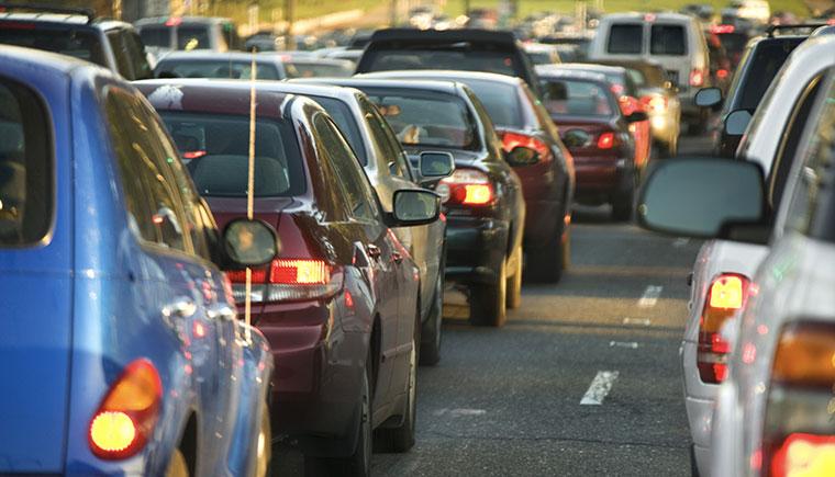 Elektorautos und herkömmliche PKWS schaden der Umwelt?