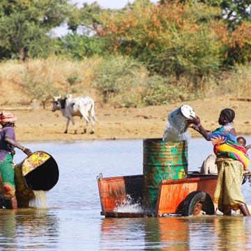 Menschen kämpfen für ihr Wasser