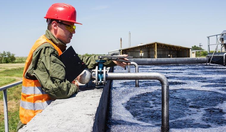 Das Wasser wird dann in eigenen Fabriken abgefüllt und hochpreisig verkauft.