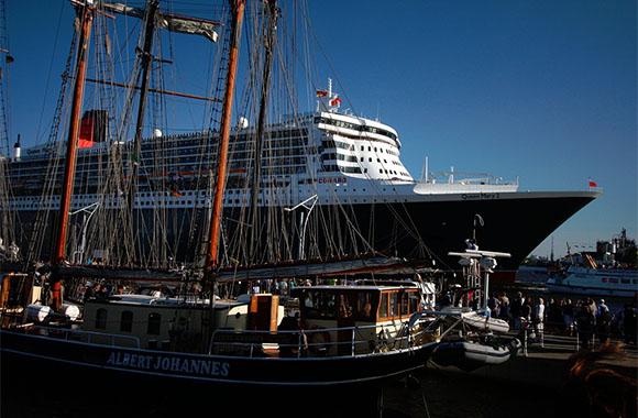 Kreuzfahrtschiffe in Hamburg: NABU fordert Abgastechnik gegen Feinstaub