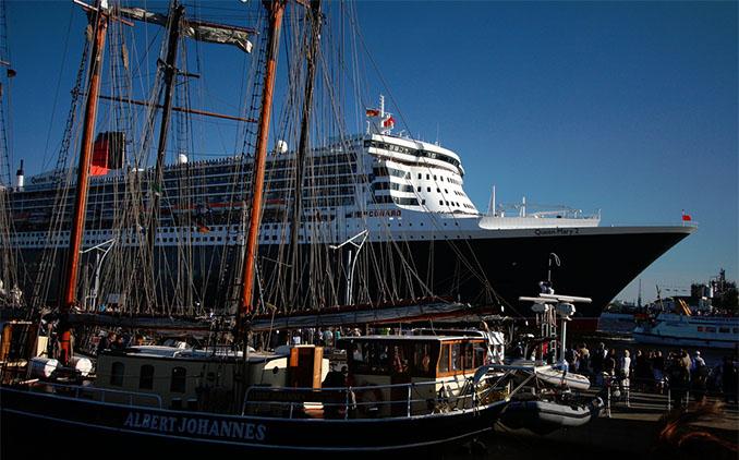 Die Queen Mary 2 als Prunkstück der Hamburger Werften © 1000kreuzfahrten.de (flickr)