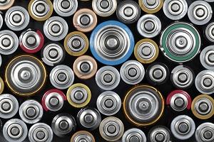 Batterien dürfen nicht einfach so in den Mülleimer geworfen werden  ©iStock