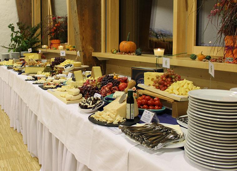 Natürlich durfte bei der Jubiläumsfeier auch das Bio-Käsebuffet nicht fehlen