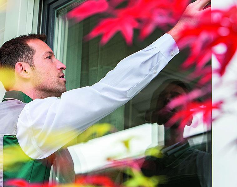 Moderne Fenster können durch ihre bessere Wärmedämmung zu Schimmelbildung führen.