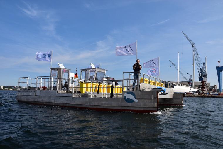 Schiffstaufe Müllsammelschiff Seekuh