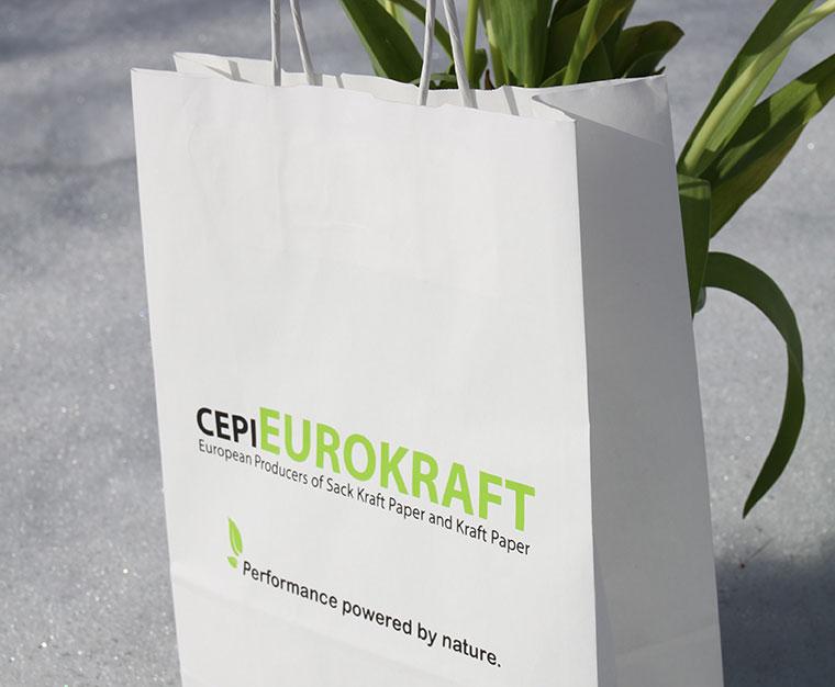 Tragetaschen aus Papier - aus Liebe zur Umwelt.