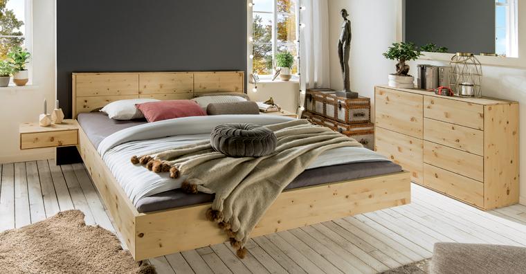 holzbetten schr nke und nachttische ein schlafzimmer aus gutem zirbenholz. Black Bedroom Furniture Sets. Home Design Ideas