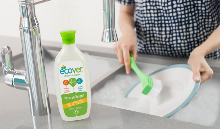 Der Flaschenkörper besteht zu 75 % aus grünem (pflanzenbasiertem) Plastik und zu 25 % aus recyceltem Plastik.