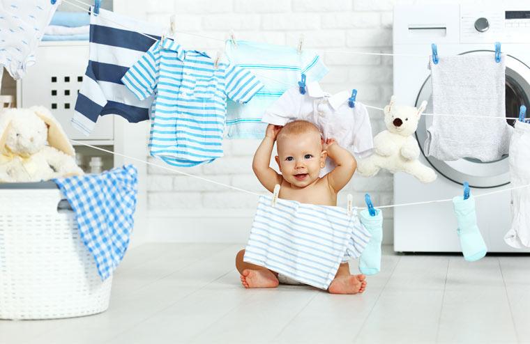 Neue Babykleidung sollte mehrmals gewaschen werden