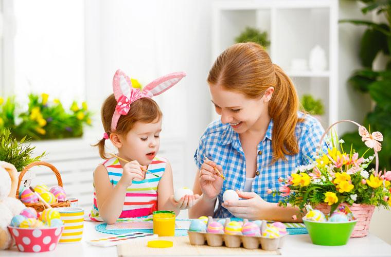osterdeko selber machen basteln mit kindern eierbecher aus. Black Bedroom Furniture Sets. Home Design Ideas