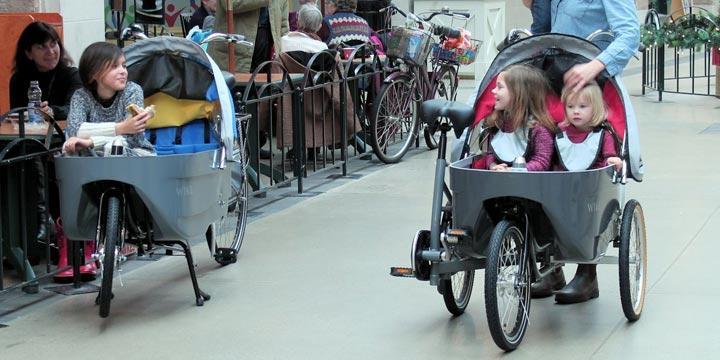 Dieser Kinderwagen ist gleichzeitig ein Fahrrad