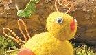 Lustige Küken aus Filz für Ostern basteln: Nadelfilzen leicht gemacht