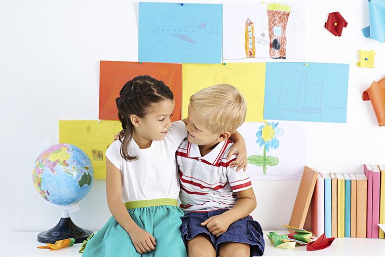 Sozialverhalten lernen Kinder im Umgang miteinander