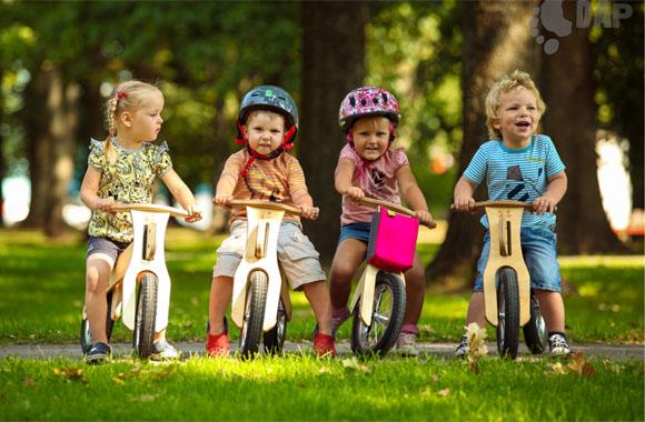 Spielend in Bewegung kommen: Das Laufrad für Kinder