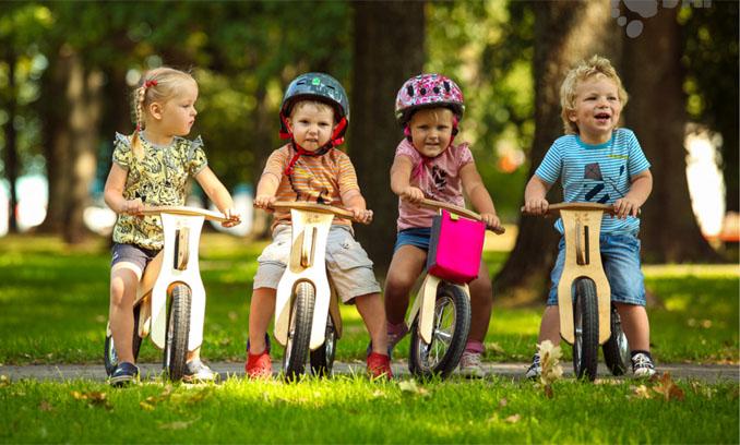 Im richtigen Alter sind Laufräder für Kinder das optimale Fortbewegungsmittel © Dip Dap
