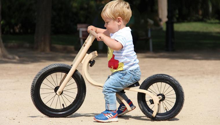 Kinder wachsen schnell und ehe man sich versieht, ist der Pulli zu klein, der Schuh zu eng und das Fahrrad zu niedrig.
