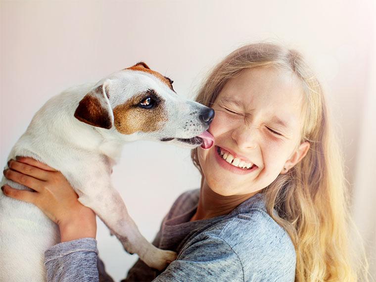 Mädchen mit Haustier