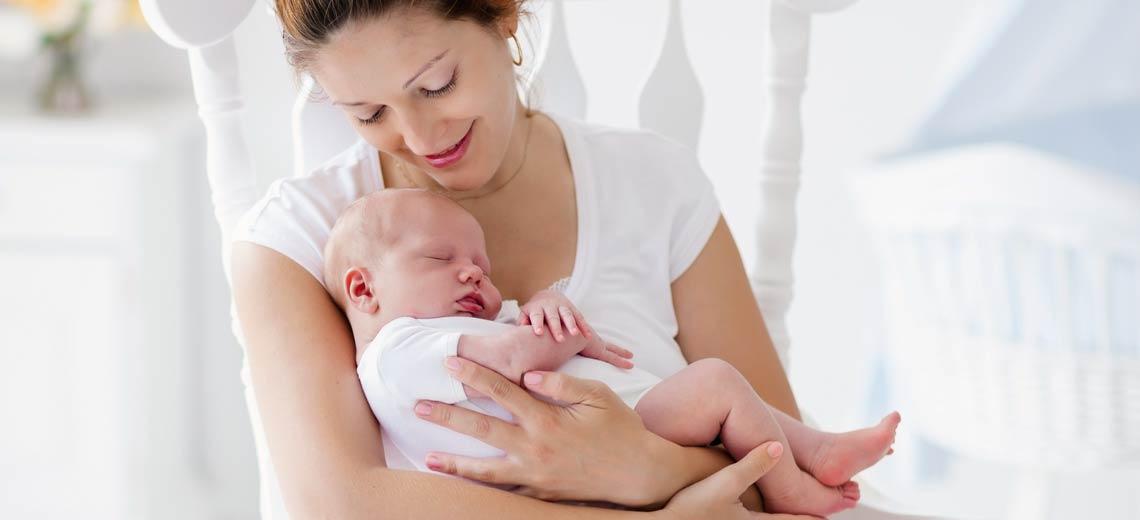 Die 11 besten Hebammen-Tipps: Von Geburt über Stillen bis hin zur Babypflege