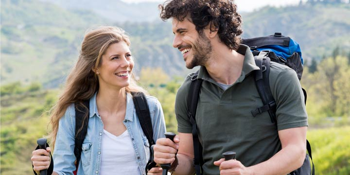 Natürliche Geschenkidee: Warum Wandern zum Valentinstag Ihrer Beziehung guttut
