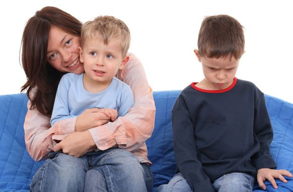 Plötzlich kein Einzelkind mehr - Eifersucht unter Geschwistern!