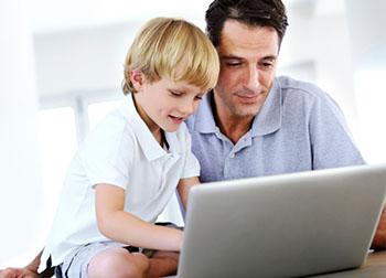 Der korrekte Umgang mit dem Internet will früh gelernt sein. © Jacob Wackerhausen (iStock)