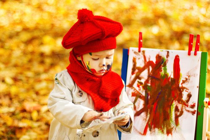Farben der Natur - Kinder lieben Malen © inarik (iStock)