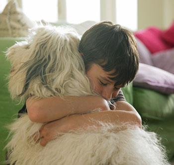 Empathie ist nur eine von vielen Sozialkompetenzen, die wir unseren Kindern vermitteln sollten © John Howard (Digital Vision)
