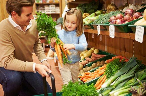 Kindern, den Sinn einer nachhaltigen Ernährung erklären