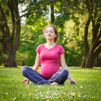 Das sind die besten alternativen Heilmethoden gegen die gängigsten Schwangerschaftsbeschwerden