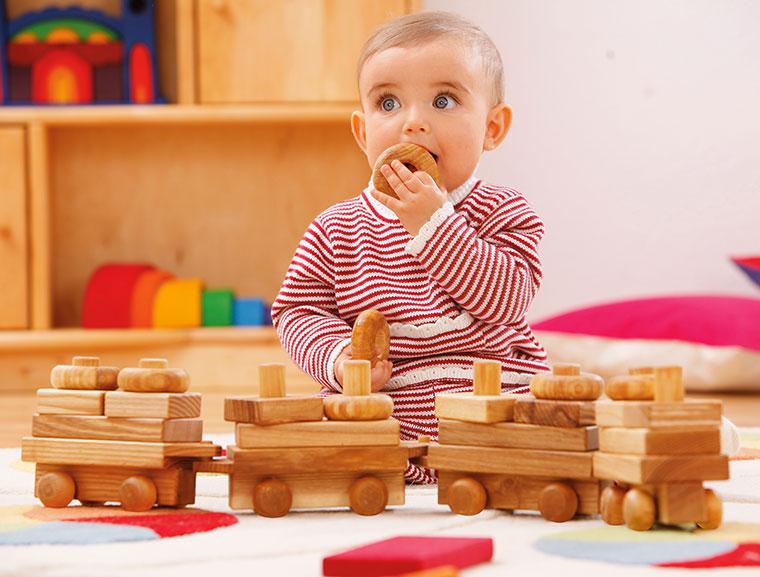 Steckzug aus Holz für Kinder ab einem Jahr.