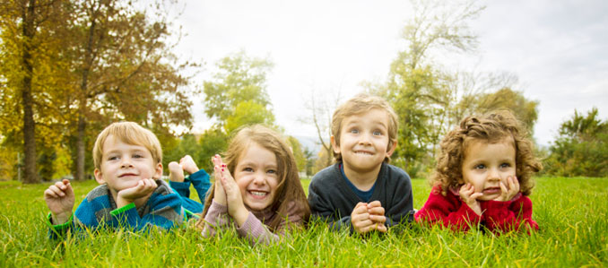 Kinder können von der Umwelt einiges lernen © Dejan Ristovski (iStock/thinkstockphotos)