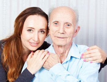 Mit zunehmendem Alter spielt auch die Pflege eine zunehmende Rolle. Zuneigung und Vertrauen sind wichtige Faktoren ©iStockphoto