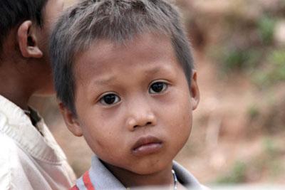 Ein verwaistes Kind in Thailand ©iStockphotos