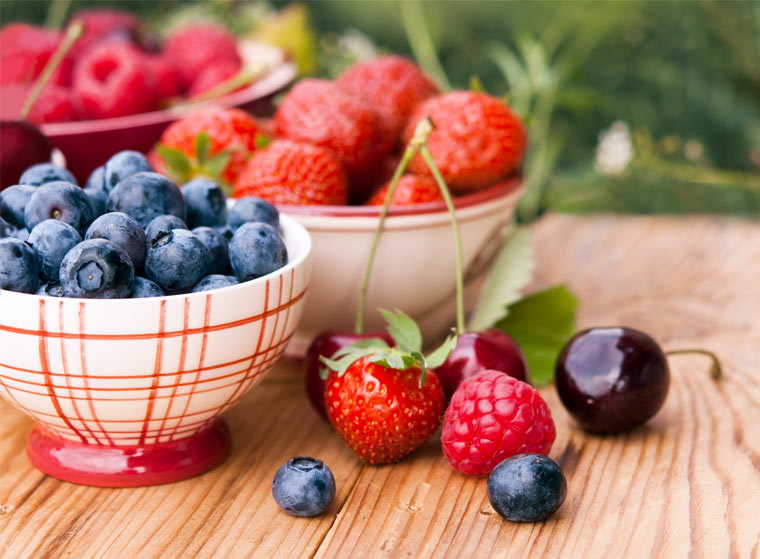 Fit und gesund durch den Sommer mit Beeren und Kirschen: Die besten Anti-Aging Rezepte & Infos