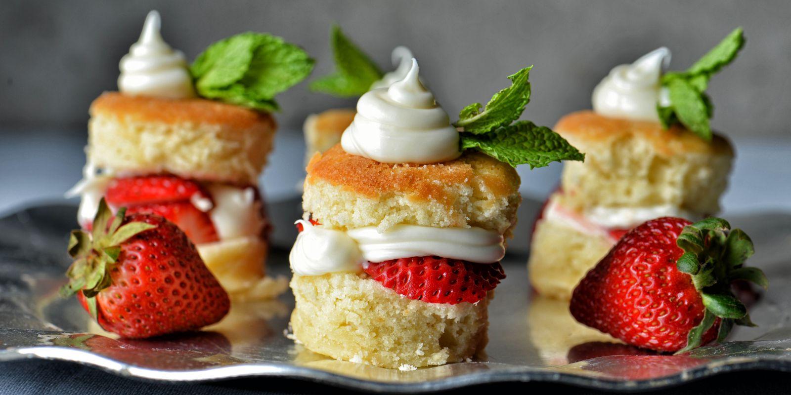 Strawberry Shortcake mit Krokant und Balsamico-Eis