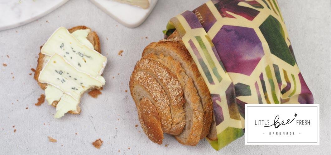 Brot in Bienenwachstuch von Little Bee Fresh, verpackt ohne Plastik