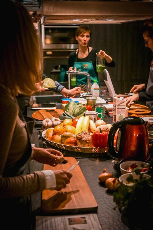 Kochkurs mit Regina Flieder - alles bio, vegan und gesund in ihren cook@home Kochkursen